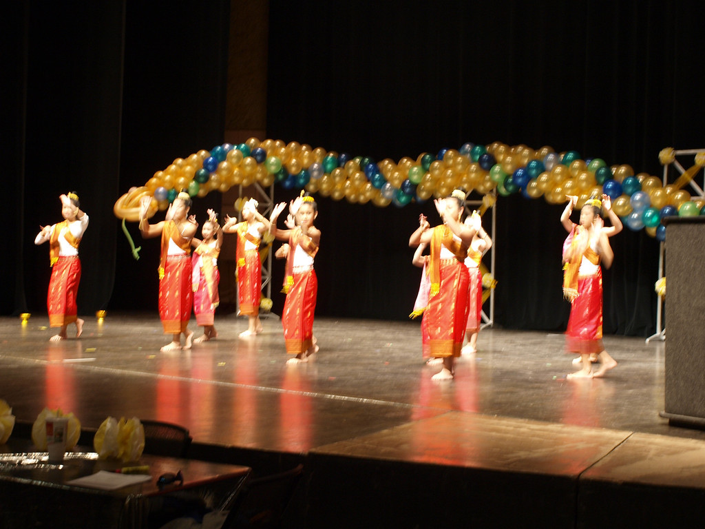 Lao Dance Girls!!!